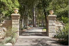 Entrance to Villa di Lemma – restored by artisans in 2001 by the great John Saladino as his personal estate in Montecito, CA. Designed by Wallace Frost in the 1920s. Recently purchased by Ellen DeGeneres & Portia de Rossi. Image via Cote De Texas
