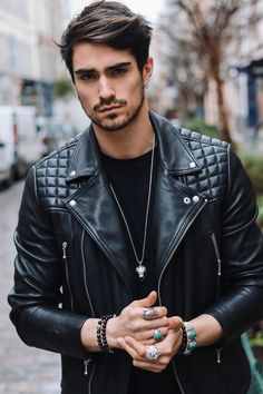 Beautiful jewelry for men. Leather Jacket Outfits, Men's Leather Jacket, Biker Leather, Leather Men, Leather Jackets, Jacket Men, Fendi, Handsome Actors, Sexy Teens