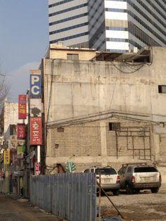 유승하 @seunghart / 다음번 철거될 건물입니다 / #골목 #담벼락 #거리 / 서울 용산 한강로 / 2013 01 19 /