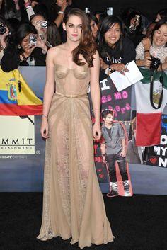 Zuhair Murad firma el traje de Kristen Stewart para el estreno mundial de Crepúsculo 2, en Los Ángeles