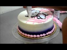 How to make birthday cake with eatable flowers in less then 5 minutes - YouTube