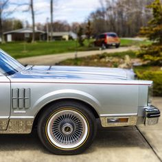 "LincolnMotorCar Showcase (@badwf) on Instagram: 1983 Lincoln Continental Mark VI Signature Series  #Lincoln #Continental #MarkVI #SignatureSeries…"""