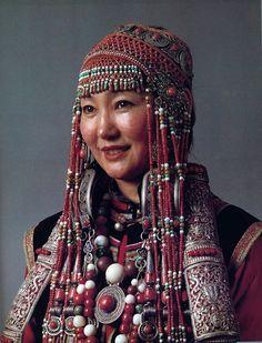 Woman from South Mongolian Üzemchin.|| National Museum of Mongolia Urjanchai, Ulan Bator