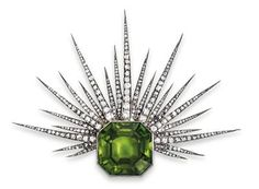 J. Chaumet – A peridot and diamond brooch rosé gold 580 and silver, old-cut diamonds, diamond rhombs, total weight ca. 1,80 ct, 1 peridot ca. 47 ct, workmanship late 19th cent., 32,8 g, brooch element detachable, with case, some stones with surface marks