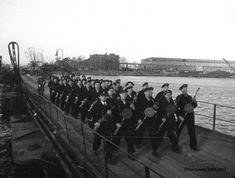 Unikatowe zdjęcia Gdańska po wkroczeniu wojsk radzieckich w 1945 r. Danzig, Railroad Tracks, Concert, War, Cinema, Concerts, Train Tracks