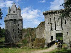 La forteresse de Largoët, également connue sous le nom de tours d'Elven, est un site médiéval situé à Elven, dans le Morbihan,Bretagne ,France