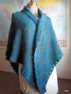 My first Triangle Shawl is complete! Yarn : Lion Brand Homespun & Color : Lagoon Here& a close-up of the rolled collar. It almo. Weaving Projects, Knitting Projects, Loom Weaving, Hand Weaving, Prayer Shawl Patterns, Weaving Textiles, Loom Patterns, Loom Knitting, Knit Crochet
