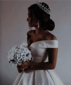 Arab Wedding, Wedding Pics, Wedding Bride, Top Wedding Dresses, Bridesmaid Dresses, Bridesmaids And Groomsmen, Wedding Goals, Perfect Wedding, Bridal Gowns