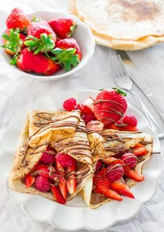 for Nutella? Try These Delectable Recipes The quintessential Nutella dessert gets a twist with fresh strawberries. Get the recipe from Jo Cooks. - The quintessential Nutella dessert gets a twist with fresh strawberries. Get the recipe from Jo Cooks. French Dessert Recipes, Breakfast Recipes, Chicken Breakfast, Breakfast Ideas, Breakfast Ring, Mothers Day Breakfast, Sweet Desserts, Strawberry Crepes, Food Porn