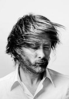 Thom Yorke / Radiohead. curious hair in this photo                                                                                                                                                     Mais