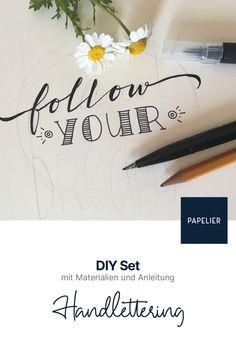 Mit diesem DIY Set kannst du Handlettering gemütlich zu Hause lernen und üben. Alle notwendigen Materialien sind dabei. Material, Diy, Decor, Studying, Tutorials, Creative, Decoration, Bricolage