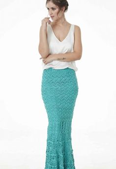 Saia Charme Tiffany • Círculo S/A Tiffany, Ideias Fashion, Sequin Skirt, Sequins, Dresses, Knitted Skirt, Crochet Summer, Crochet Fashion, Crochet Dresses
