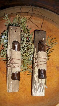 I have made these from old wood slate with peeling paint. I have grunged small candles ,wrapped them stained Diy Projects To Try, Decor Crafts, Crafts To Make, Wood Crafts, Diy Crafts, Christmas Projects, Christmas Crafts, Christmas Decorations, Christmas Ornaments