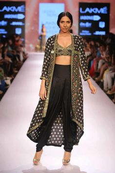 Anushree Reddy and Arpita Mehta Hit the Lakme Fashion Week 2015 Stage Indian Dresses, Indian Outfits, Indian Clothes, Desi Clothes, Lakme Fashion Week 2015, Fashion Show, Fashion Outfits, Indian Wear, Indian Style