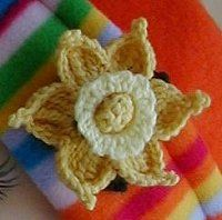 Crochet Daffodil pattern (idea: don't put yellow inside of white center; could fill with candies and use at placesettings)