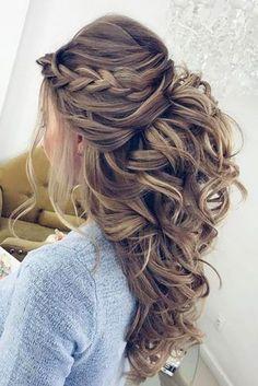 wedding guest hairstyles-half up half down with braid #straighthairstyleshalfup #BraidedHairstyles
