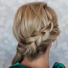 Here is a perfect tutorial to take your ponytail to the next level! I love the side dutch braid ponytail and it has become one of my go to looks!