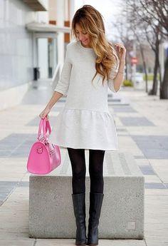 0bbb716ea8fe7 Vestido Blanco con botas y medias Outfit Vestidos