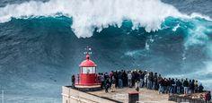 Olas monstruo    Las olas gigantes, también conocidas como olas vagabundas u olas monstruo, son olas relativamente grandes y espontáneas que no se explican por el estado del mar ni por terremotos, y que constituyen una amenaza incluso para los grandes barcos y transatlánticos. En oceanografía, se las define con más precisión como aquellas olas cuya altura es mayor que el doble de la media de la altura del tercio mayor de las olas en un registro.