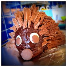 An easy step-by-step recipe for the best chocolate hedgehog cake, using flakes instead of the traditional buttons. Made in one (birthday) morning!
