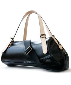 SEAL weekend boston bag Delicately crafted boston bag built for both modern  utility and stylish style. dcc57a2c9f099