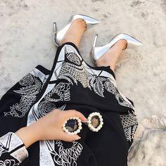 fashion, abaya, and heels image Hijab Style Dress, Hijab Wear, Hijab Chic, Abaya Style, Arab Fashion, Muslim Fashion, Modest Fashion, Fashion Models, Dubai Fashionista