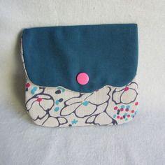 Pochette bouton pression, bleue pétrole et coton à fleurs 10,5 cm x 12 cm