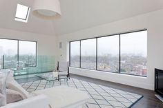 A London couple transformed an eight-story, 1867 water tower in London into a unique home with 360-degree views of the city, and they completed it in just 8 months.