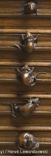 mouse handles>> Probably wouldn't normally pin inanimate objects onto this board, but this is delightful and made me smile Knobs And Knockers, Wood Carving, Wood Art, Door Handles, Dresser Handles, Wood Projects, Decoration, Art Nouveau, At Least