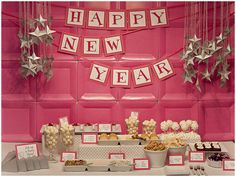 Loungy New Year :: Piggy Bank Parties {featured on Pizzazzerie} Deep Pink Plates add a pop of color! #paperplatebackdrop
