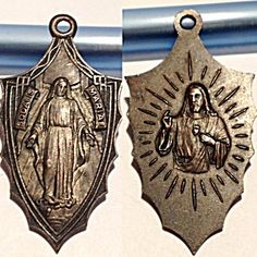 """1930's Sodalis Mariae Virgin Mary Sacred Heart Jesus Large Medal (Image1)Rare vintage Art Deco Holy Medal featuring The Blessed Mother Virgin Mary as Our Lady of Grace with the front Latin writing : Sodalis Mariae. The back features The Sacred Heart of Jesus Christ. This is a large 1.75"""" size medal and would be perfect for a man"""