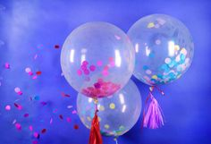 Globos decorados Everyone likes balloons and what better to personalize them with tissue paper and w Birthday Room Decorations, Hawaiian Party Decorations, Balloon Decorations Party, Baby Shower Decorations, Diy Dance Decorations, Balloon Arch Diy, Balloon Crafts, Birthday Party Checklist, Confetti Balloons