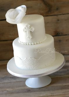 White Lace Christening Cake with Wafer Paper Flower and Cross (Would also make a pretty wedding cake without the cross)(Top Cruzado Atras) Communion Solennelle, First Communion Cakes, Christening Cake Girls, Christening Favors, Girl Baptism, Comunion Cakes, Religious Cakes, Confirmation Cakes, Pretty Wedding Cakes