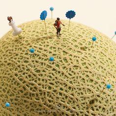 Desde el 20 de abril de 2011, el director de artey fotógrafo japonés Tatsuya Tanakainició un proyecto llamadoMiniature Calendar que consiste en diariamente crear una escena miniatura con personajes que interactúan con objetos y son
