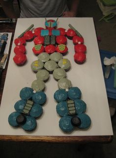 I used this idea for my son's birthday. I took these cupcakes to his classroom at school and the kids loved it! Fourth Birthday, 6th Birthday Parties, Birthday Fun, Boy Birthday Cupcakes, Birthday Ideas, Transformers Cupcakes, Transformers Birthday Parties, Transformer Party, Rescue Bots Birthday