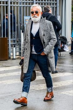 Casual Style For Men Over 50, Men Casual, Winter Fashion Outfits, Denim Fashion, Mature Mens Fashion, Male Fashion, Men's Style Icons, Abercrombie Men, Business Casual Men