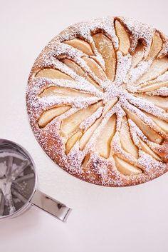 Een gemakkelijk perentaartje Baking Recipes, Cake Recipes, Dessert Recipes, Biscuits, Gourmet Desserts, Sweets Cake, Healthy Cake, Pumpkin Spice Cupcakes, Pie Cake