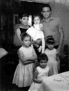 Vivian, Johnny and their 4 girls.
