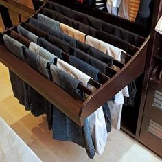 Ideas para guardar los pantalones. #IdeasenOrden #closets #decoracion