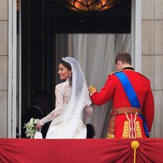 Prince William and Kates wedding on balcony | Royal wedding balcony kiss: William and Kate at Buckingham Palace ...