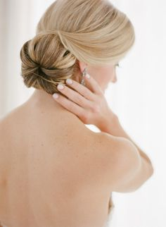 Bridal bun: http://www.stylemepretty.com/2015/05/07/chic-miami-wedding-at-the-raleigh/ | Photography: Julie Cate - http://juliecate.com/