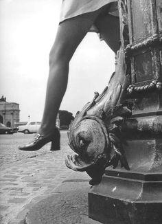 France. Place du Carrousel, Paris c1971 // by Robert Doisneau