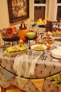 Halloween Tablescape | #fall #autumn #decorating #decor #halloween