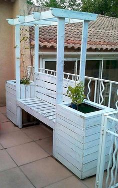 Pallets Recycled pallets wood arbor bench with attached planters Outdoor Pallet Projects, Pallet Patio, Pallet Ideas, Pallet Bench, Diy Patio, Planter Bench, Diy Bench, Wood Arbor, Arbor Bench