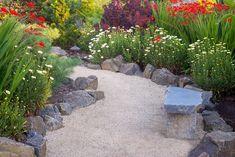 24 Inspiring Flower Bed Borders for Your Garden - Lawn edging Path Edging, Edging Ideas, Garden Edging, Garden Borders, Garden Paths, Stone Edging, Border Ideas, Gravel Garden, Flower Bed Borders