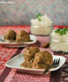 Meatballs with Almond Sauce. Meatballs with Almond Sauce. (in Spanish with translator) Quick Recipes, Pork Recipes, Seafood Recipes, Recipies, Spanish Meatballs, Meatball Bake, Prawn Shrimp, Fish And Meat, Albondigas