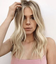 Here's Every Last Bit of Balayage Blonde Hair Color Inspiration You Need - All About Hairstyles Brown Hair With Blonde Highlights, Blonde Hair Looks, Balayage Hair Blonde, Color Highlights, Red To Blonde Hair, Pearl Blonde, Short Balayage, Chunky Highlights, Balayage Color