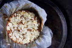 Deze appelcake van amandelmeel is glutenvrij, lactosevrij en ook nog eens erg smaakvol en lekker. Oh en makkelijk ...