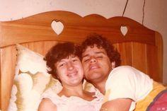 'Grávidos' da Sarah. Liguei o temporizador da câmera fotográfica e pulei na cama, quase não sai na foto. Nossa primeira filha nasceu pouco dias depois. Campo Mourão/PR 1980
