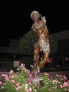 Puck statue in San Luis Obispo CA. Dental World, Golden Bear, California Republic, Central Coast, San Luis Obispo, Garden Sculpture, Sculptures, Bucket, Statue